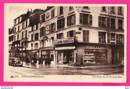 CPA  (Ref: Z2249) FONTAINEBLEAU (77 SEINE-ET-MARNE) Un Coin De La Grande Rue - Fontainebleau