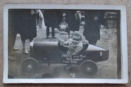(K320) - Photo De La Place St Lambert Liège 1928 - Enfant Dans Une Voiture De Sport - Automobiles