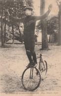 A13- 47) AGEN - KLEBER SUR SA MACHINE SEMPER - (VÉLO - ACROBATE - EDITEUR MOULIS A AGEN - 2 SCANS) - Cyclisme