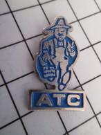 716b Pin's Pins / Beau Et Rare / THEME : MARQUES / ATC JARDINIER EN TRAIN DE COURIR - Marques