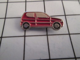 716b Pin's Pins / Beau Et Rare / THEME : AUTOMOBILES / PETITE VOITURE ROSE ROUGE NISSAN MICRA ? - Pin's