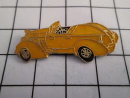 716b Pin's Pins / Beau Et Rare / THEME : AUTOMOBILES / VOITURE CABRIOLET JAUNE ANNEES 40 - Autres