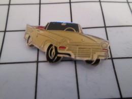716b Pin's Pins / Beau Et Rare / THEME : AUTOMOBILES / VOITUR DECAPOTABLE BLANCHE ANNEES 50 - Autres