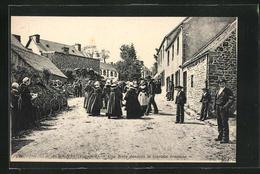 CPA Scrignac, Une Noce Dansant Le Gavotte Breionne - Unclassified