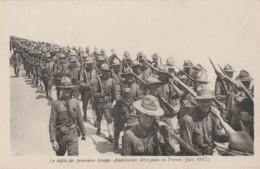 F18- CPA FRANCHISE - LES DEFILE DES PREMIERES  TROUPES AMERICAINES DEBARQUEES  EN FRANCE  (JUIN 1917)  - (WW1 - 2 SCANS) - War 1914-18