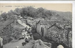 Algérie, Autres, KABYLIE, Entrée Du Village Kabyle, Animations, Scan Recto-Verso - Andere