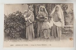 3 CPSM MOYEN ORIENT SCENES ET TYPES D'ORIENT - Femmes Bédouines, Jeune Femme Maure, L'aveugle Mendiant - Cartoline