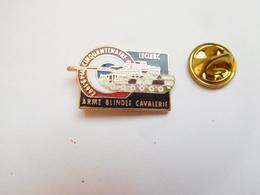 Beau Pin's En EGF , Armée Militaire , Cinquantenaire Armée Blindée Cavalerie , Char Leclerc - Militares