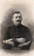G04V   Photo Militaire Soldat Du 19eme Uniforme Manches - Uniformen