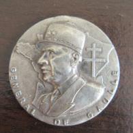 Médaille Général De Gaulle En Métal Argenté - Uniface - Diam. 33 Mm, Poids 13,9 Grammes - Achat Immédiat - France