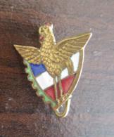 France - Insigne Régiment Du Train (?) à Identifier - Métal Et émail - Drapeau Français Et Coq - Long. Max : 17 Mm - Armée De Terre