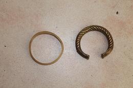 2 Bracelets Africains En Bronze Massif Et Corne - Volksschmuck