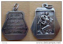 Mada-322 Médaille Ancienne Probable Ag St Christophe.je Suis Catholique Cas D'accident Veuillez Appeler Un Prêtre Dimen - Religion & Esotérisme