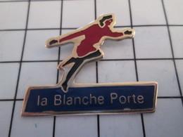 716c Pin's Pins / Beau Et Rare / THEME : MARQUES / FEMME COURANT AUX SOLDES La Maline ! BLANCHE PORTE - Marques
