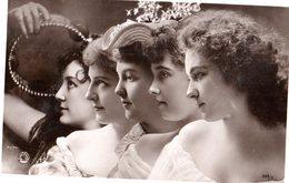 CPA  -  Groupe De Cinq - écrite - Femmes