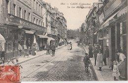 CAEN (Calvados). La Rue D'Auge (de Vaucelles), Animée. Magasins: Magasins Du Progrès Vallée, Coiffeur - Caen