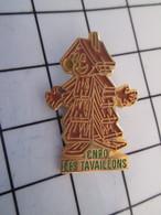 716c Pin's Pins / Beau Et Rare / THEME : MARQUES / CNPO LES TAVAILLONS BONHOMME EN BOIS - Marques