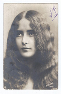 Cléo De Mérode Par Reutlinger   CPA  Dos Non Divisé    Ecrite En 1904  Gros Pli Horizontal à Hauteur Du Menton. - Artistes