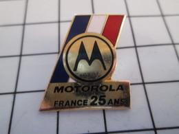 716c Pin's Pins / Beau Et Rare / THEME : MARQUES / MOTOROLA FRANCE 25 ANS Par DEMONS & MERVEILLES - Marques