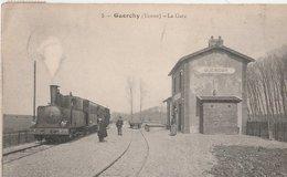 GUERCHY (Yonne). La Gare (en Hiver). Train, Petite Animation - Gares - Avec Trains