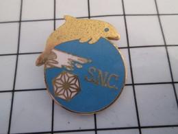 716c Pin's Pins / Beau Et Rare / THEME : SPORTS / NATATION SNC STADE NAUTIQUE CAENNAIS DAUPHIN - Natación