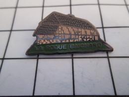 716c Pin's Pins / Beau Et Rare / THEME : VILLES / MAISON A COLOMBAGES LA ROQUE BAIGNARD Pas La Roque 'n Roll - Villes
