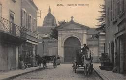 CPA LAVAL - Entrée De L' Hôtel-Dieu - Laval