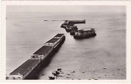 14 : ARROMANCHES : Port Winston - Caisson Du Port Artificiel - ( Plages De Débarquement ) - Photo Véritable C.p.s.m. - - Guerra 1939-45