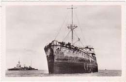 14 : COURSEULLES-sur-MER : Juno-beach - ( Bateaux Ayant Servi Au Débarquement ) - Photo Véritable C.p.s.m. - - Guerra 1939-45