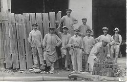 CARTE PHOTO EQUIPE DE MACONS VERS 1910  BON ETAT NON SITUE - Artisanat
