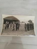 14371 MILITARIA-PHOTO  10.5X17 AERO MILITAIRE D INDOCHINE  1932 BACH-MAI VISITE DU ROI DE LUANG PRABANG - Photos