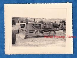 Photo Ancienne - ALGERIE - BENI MESSOUS ? - Tracteur Militaire Bulldozer - 1958 - Camp Génie Colonial Guerre Matériel - Guerre, Militaire