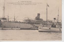 """CPA Saint-Martin - L'embarquement Des Forçats Arrivant De La Citadelle à Bord De """"La Loire"""" ... La Pallice ... Guyane - Saint-Martin-de-Ré"""