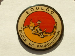 PIN'S BOULOC - ECOLE DE PARACHUTISME - Paracadutismo
