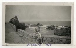 PHOTO ANCIENNE Biarritz 1936 Femme Portrait Rocher De La Vierge Nouvelle Aquitaine - Places