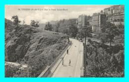 A829 / 353 63 - THIERS Sur Le Pont Saint Roch - Thiers
