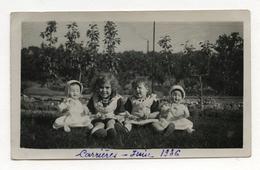 PHOTO ANCIENNE 1936 Carrières Enfant Petite Fille Poupée Poupon Jouet Jeu Beau Portrait Jumelle Deux - Anonymous Persons