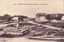 CPA   Frotey Les Lures (70)   La Fontaine  Et Le Lavoir !   Ed CLB 6020  Rare - Francia