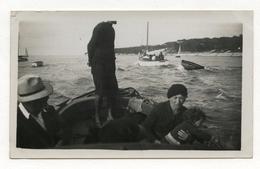 PHOTO ANCIENNE Arcachon 1936 Photographie Bord De Mer Barque Famille Bassin Bateau Chapeau Promenade - Places