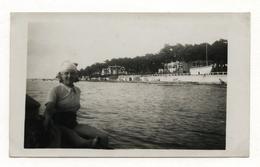 PHOTO ANCIENNE Arcachon 1936 Photographie Bord De Mer Femme Bassin D'Arcachon - Places