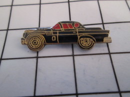 716c Pin's Pins / Beau Et Rare / THEME : AUTOMOBILES / PETITE VOITURE NOIRE ANNEES 60 FORD MUSTANG ? - Ford