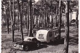 Superbe Simca 8 Sport Cabriolet Et Caravane Camping De La Tamarissiere Cap D Agde Herault - Voitures De Tourisme