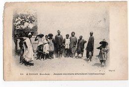 A NIORO * SOUDAN * JEUNES OUVRIERS ATTENDANT L'EMBAUCHAGE * Animation - Sudan
