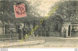 55.  SAINT MIHIEL .  Entrée Du 25e Bataillon De Chasseurs à Pied .  CPA Animée . - Saint Mihiel