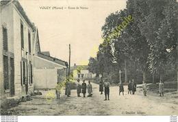 51.  VOUZY .  Route De Vertus .  CPA Animée . - Autres Communes
