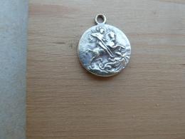 Mada-344 Médaille Ancienne Signée (difficile à Lire ), Usée G. Georgius Possible En Ag - Religion & Esotérisme