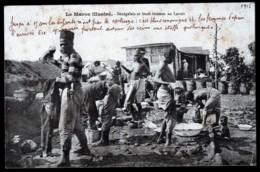 CPA ANCIENNE- MAROC ILLUSTRÉ- SENEGALAIS ET LEURS FEMMES SEINS NUS A LA CORVÉE DE LESSIVE - Marocco