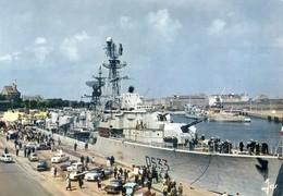 Bateau De Guerre Devant Les Quais De Saint Malo - Guerra