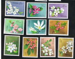 POLONIA (POLAND) - SG 2117.2126  - 1971 FLOWERS OF TREES & SHRUBS (COMPLET SET OF 10)   -   MINT** - 1944-.... Repubblica