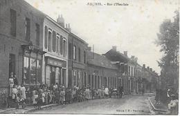 AUCHEL - RUE D'HOUDAIN TRES ANIMEE ENFANTS LAITIER EN VOITURE A CHIEN Edition J.P. Veuve Caron 1915 Traces ! - France
